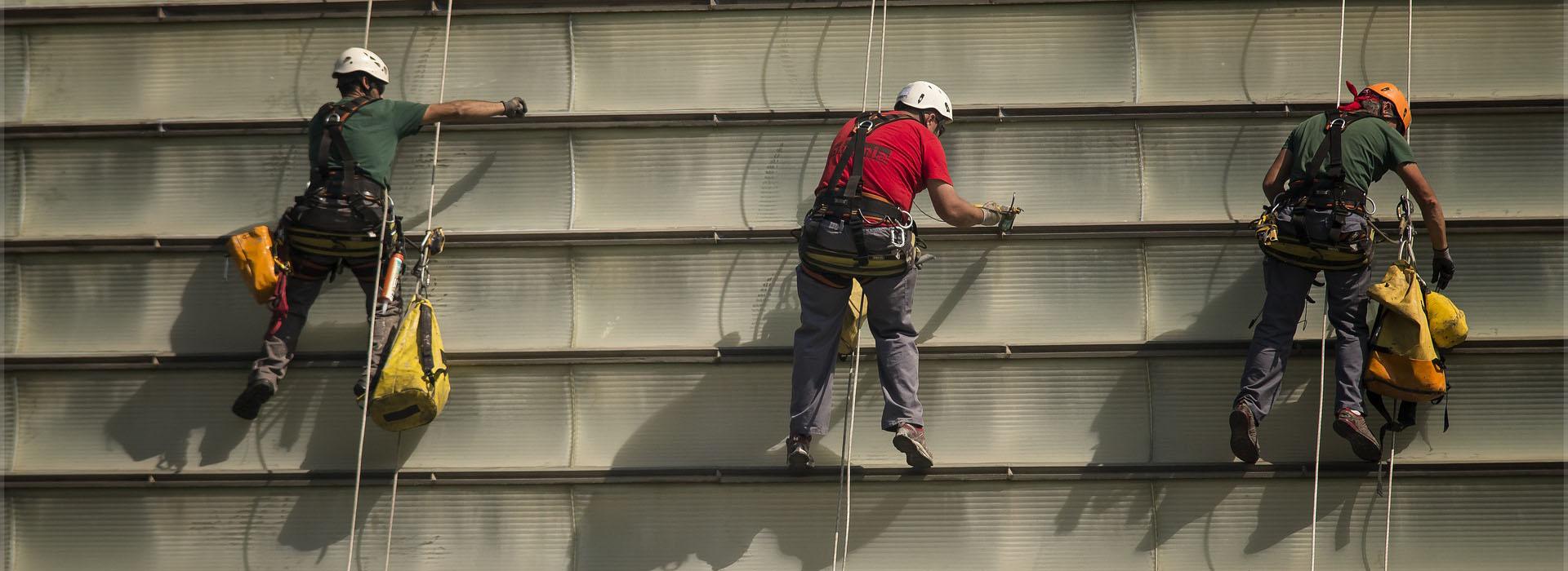 <small>Prace wysokościowe</small>Z dachu lub z wysięgnika